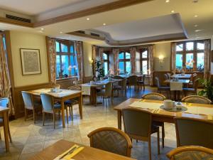 Hotel-Lobmeyer-Roding Zimmer Fruehstueckssaal-2
